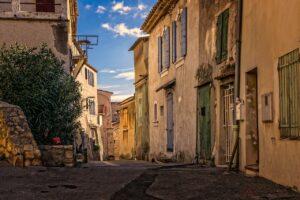 Eine Gasse in einer französischen Stadt